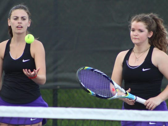 Senior Mary Baenen (left) and sophomore Leah Daniels