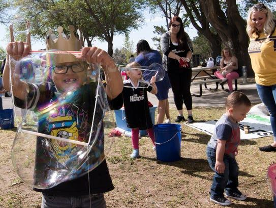 Cuauhtémoc enjoying himself making huge bubbles at