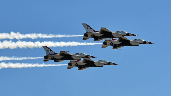 Thunderbirds tear across skies above Melbourne airport in advance of weekend air show