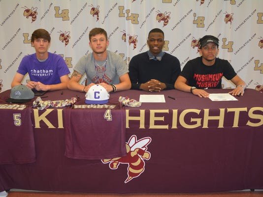 636008398527044482-heights-signees.JPG