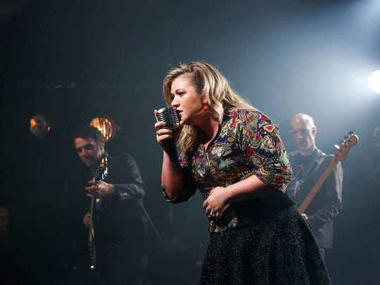 Kelly Clarkson gives an exclusive performance at iHeartRadio