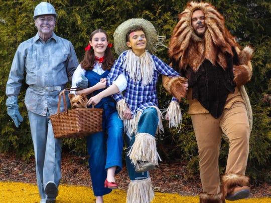 Dorothy (Hallie Ackerman), Scarecrow (Brennan McKone),