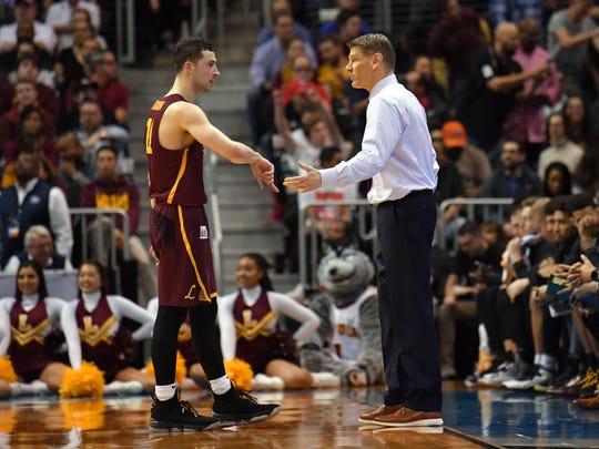 Loyola Ramblers head coach Porter Moser talks to guard