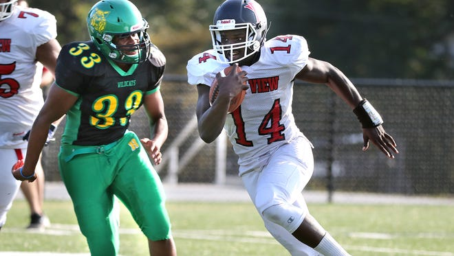Milwaukee Bay View's Isiah Wright runs for a first down in a game against Hamilton earlier this month.