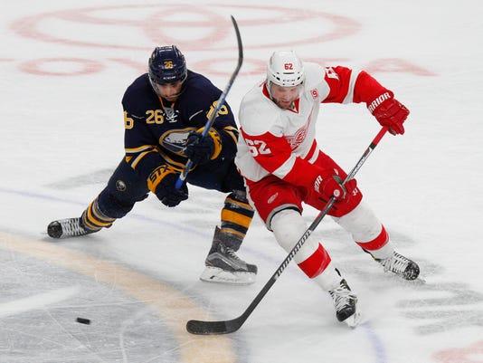 636155496473114926-AP-Red-Wings-Sabres-Hockey-N-6-.jpg