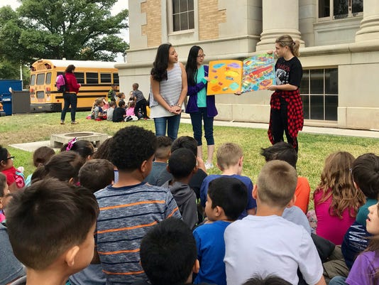 Read to Me event draws crowds