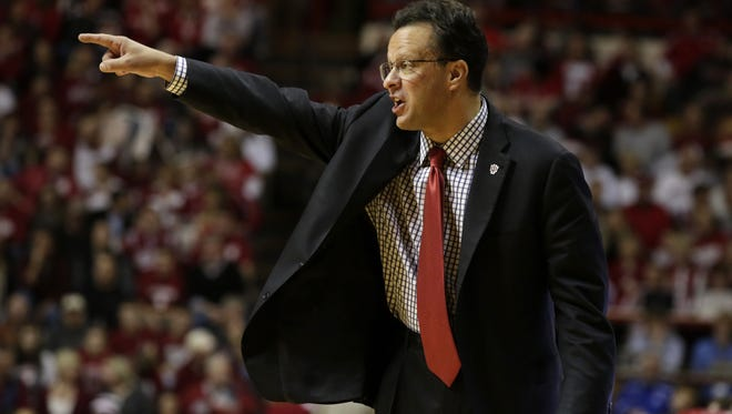 Indiana coach Tom Crean instructs his players from the sideline during a NCAA men's basketball game on Monday, Dec. 22, 2014, at Assembly Hall in Bloomington. (James Brosher / For The Star)