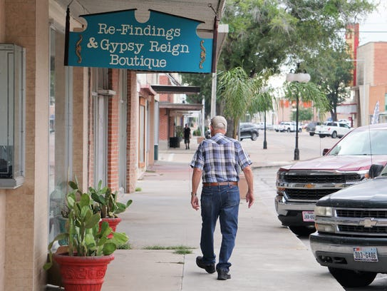 Kingsville residents take a stroll in the Historic
