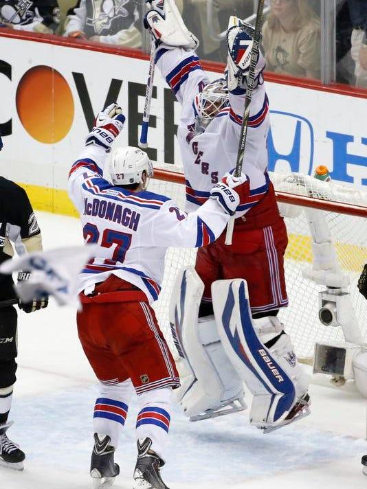 Rangers Penguins Hockey (2)