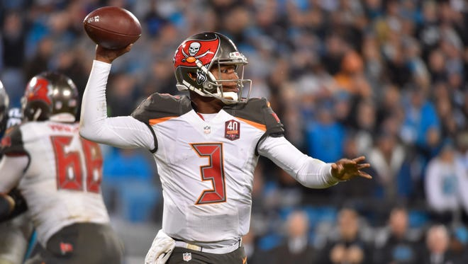 Jameis Winston finished the 2015 season passing for 4,042 yards with 28 total touchdowns.