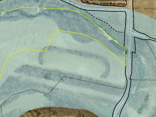 A reader sent a satellite photo of an area just north of the James River, near the intersection of Farm Road 141 and West Farm Road 190. He remembers there once was a racetrack there for horses and asked for more information.
