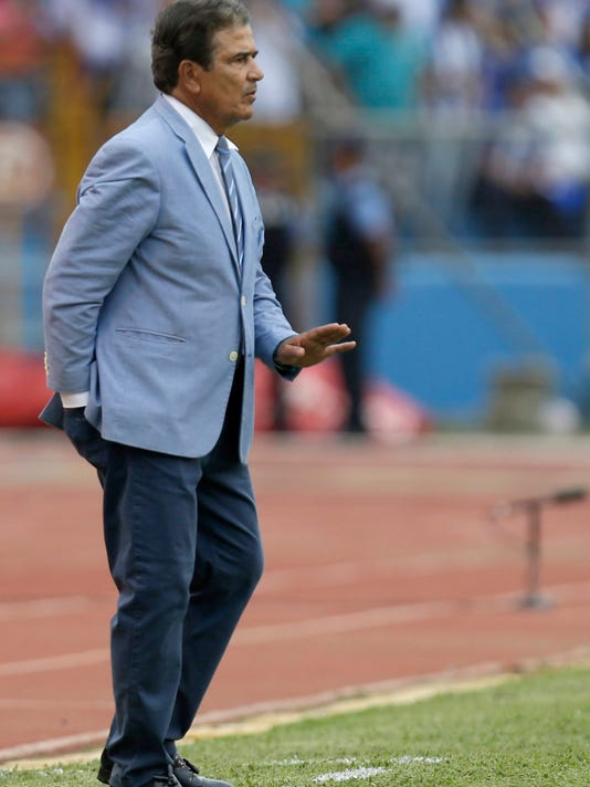Honduras' coach Jorge Luis Pinto gives instructions to his players during the first leg of a soccer World Cup qualifier play-off against Australia, at the Olympic Stadium in San Pedro Sula, Honduras, Friday, Nov. 10, 2017. (AP Photo/Moises Castillo)