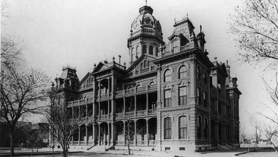The El Paso County courthouse soon after completion