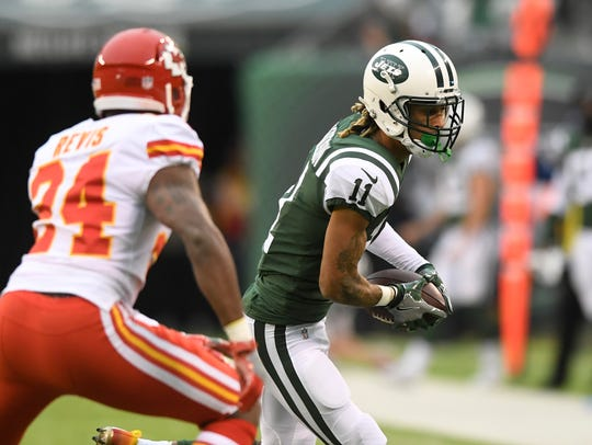 New York Jets wide receiver Robby Anderson (11) rushes