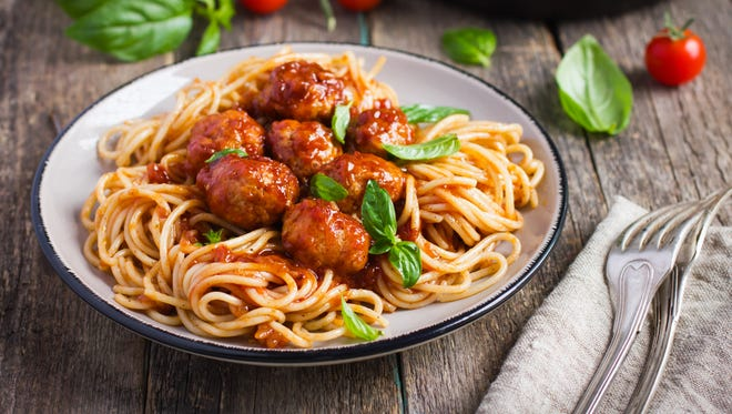 Spaghetty pasta with meatballs and tomato sauce.