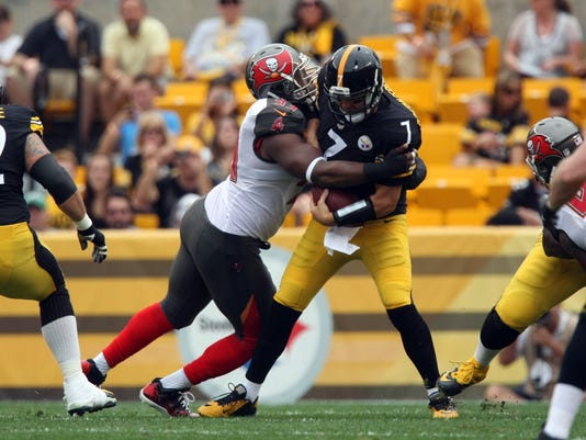 Buccaneers agree to $98M extension with Gerald McCoy