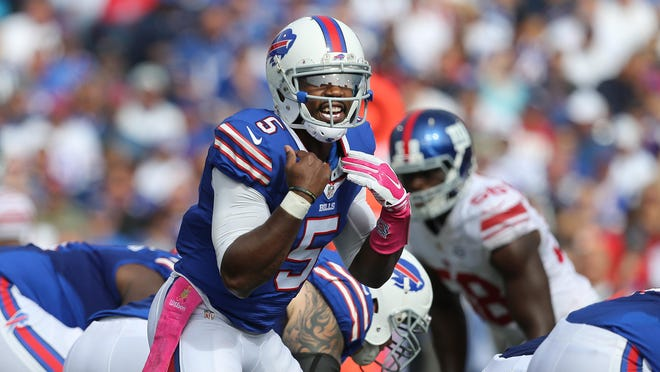Bills QB Tyrod Taylor changes the play at the line of scrimmage.