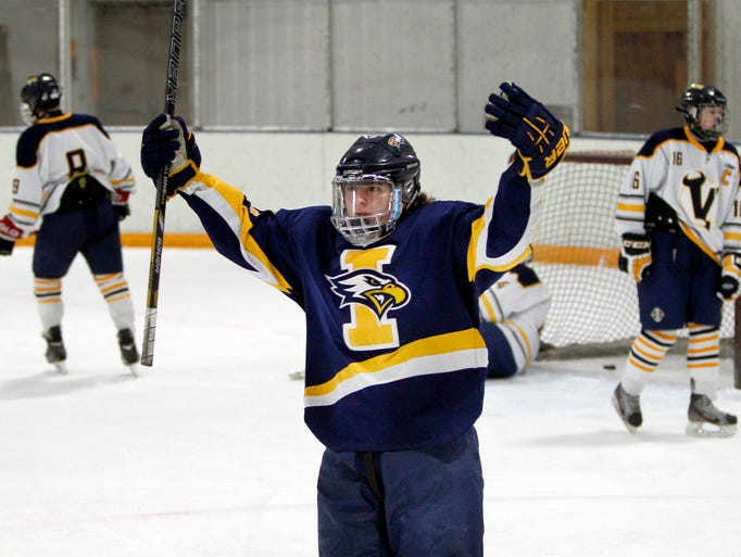 Irondequoit defeated Victor 4-2 in hockey on Thursday.