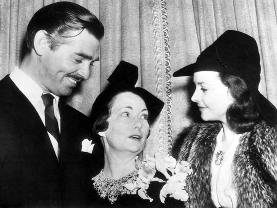 Mitchell flanked by GWTW stars Clark Gable and Vivien Leigh.