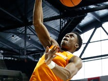 Vols basketball holds off Ole Miss behind Admiral Schofield's career day
