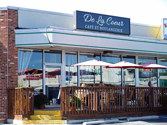 Alex and Gretchen Sianni, the owners of De La Coeur CafŽe et Patisserie in Wilmington's Forty Acres neighborhood, have purchased the former Bon Appetit restaurant in the Talleyville Shopping Center. The new cafe is called De La Coeur CafeŽ et Boulangerie.