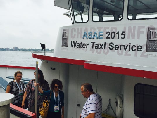 635748155476665698-Water-taxi