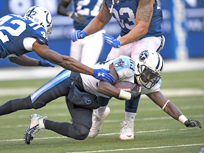 Titans wide receiver Harry Douglas (83) dives for extra