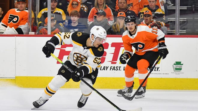 Sean Kuraly, shown in a March 10 game at Philadelphia, was reunited with Joakim Nordstrom and Chris Wagner on the Bruins' fourth line on Sunday.