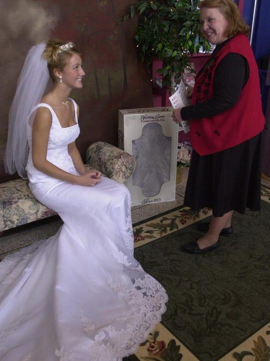 FOCAL.OPT.-a-bridal show-sr_20090416.nal