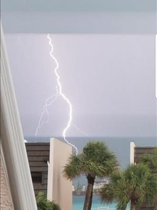 636686368231811024-RSNAP-Jennifer-Mignanelli-lightning.jpg