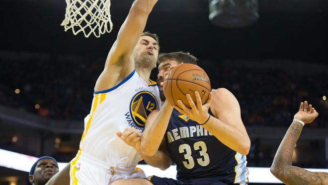 Grizzlies center Marc Gasol knees Warriors center Andrew Bogut while going up for a layup during Friday's Golden State victory.