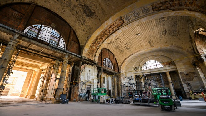 Ford Motor Co. plans to give free tours inside Michigan Central Depot over the weekend.
