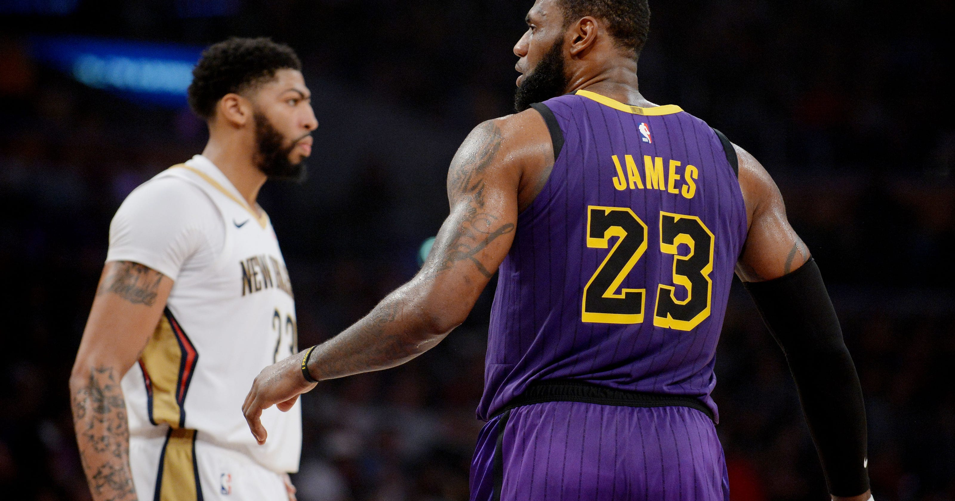 timeless design 4c465 072d2 LeBron James gives Lakers jersey No. 23 to Anthony Davis ...
