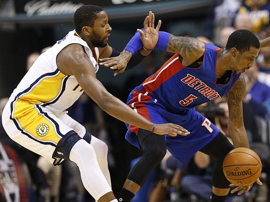 635874338692945066-Pacers-Pistons-defense.JPG