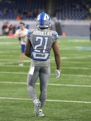 Detroit Lions' Ameer Abdullah warms up before action