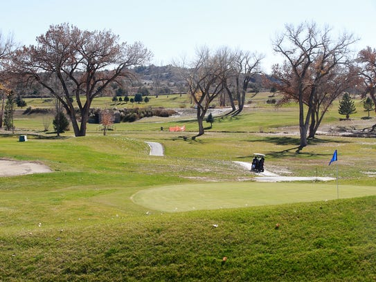 commission looks at future of the golf course. Black Bedroom Furniture Sets. Home Design Ideas