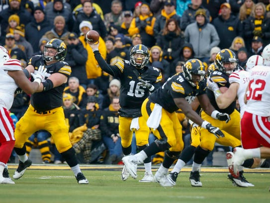 Iowa quarterback CJ Beathard connects with receiver