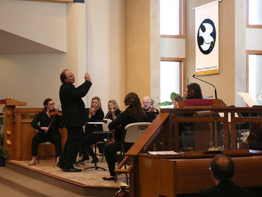Christopher Stanichar conducts the Sioux Falls School