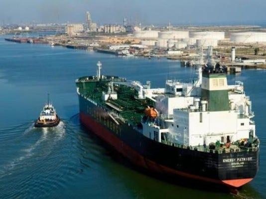 ship_traffic_12819479_ver1.0_640_480.jpg