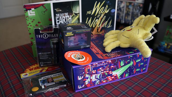 "Here's a look at the items from the Loot Crate January 2016 ""Invasion"" Box."