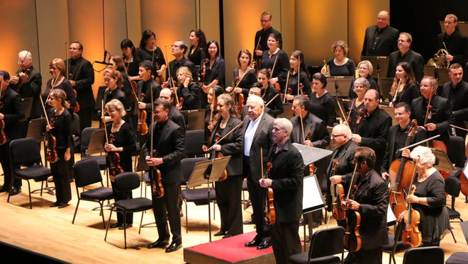 Violinist Gil Shaham and conductor Neeme Järvi take bows with the CSO.