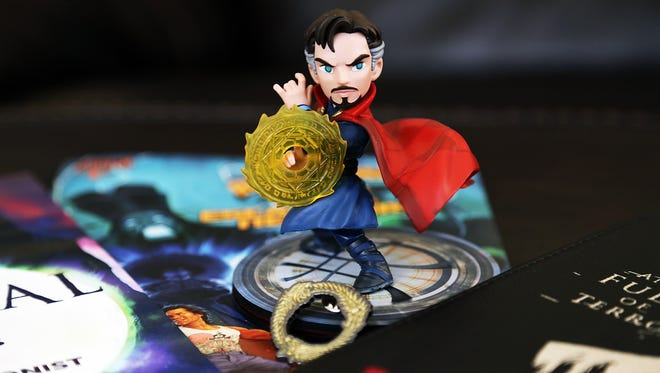 Unboxing the Loot Crate November 2016 Magical Box, which includes items from Dr. Strange, Game of Thrones, Fantastic Beasts, Elder Scrolls and Big Trouble in Little China.