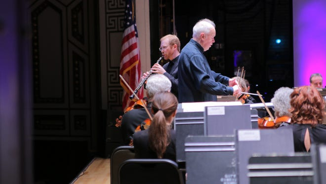 Dwight Parry performs the Strauss Oboe Concerto with Edo de Waart leading the CSO.