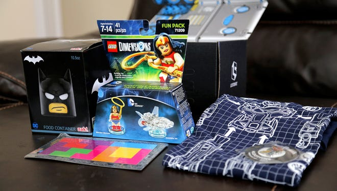 Unboxing the Loot Crate February 2017 Build Box, which includes items featuring Batman, LEGO, Power Rangers and Tetris.