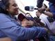 Lourdes Marianela DeLeon abraza a su hijo Leo de 6