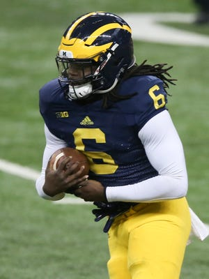 Michigan running back Kareem Walker runs the ball during a practice held at Ford Field in Detroit on Saturday, March 26, 2016.