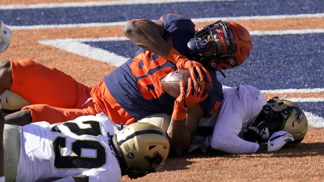 Illinois tight end Daniel Imatorbhebhe (88) falls into the end zone for a touchdown on Saturday, Oct. 31, 2020, in Champaign, Ill.