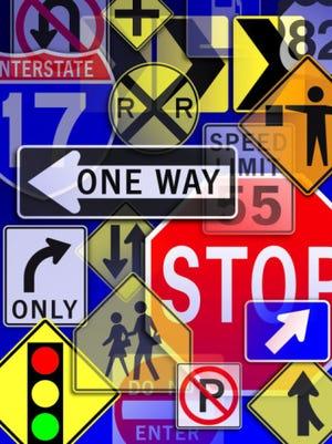 Lane closures; detour; street sign