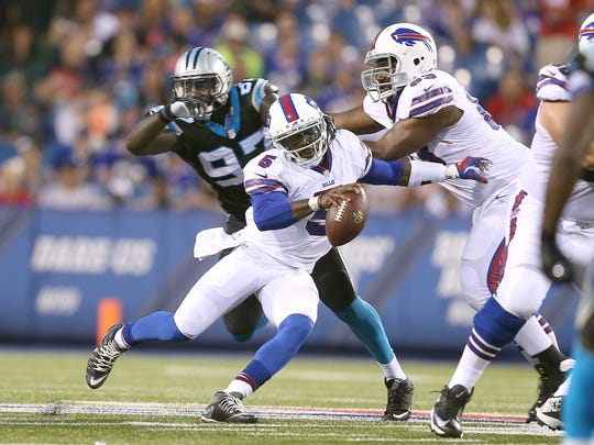 Bills quarterback Tyrod Taylor slips past the pressure