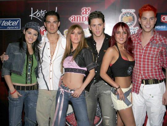 El grupo pop RBD, surgido (en 2004) de la telenovela